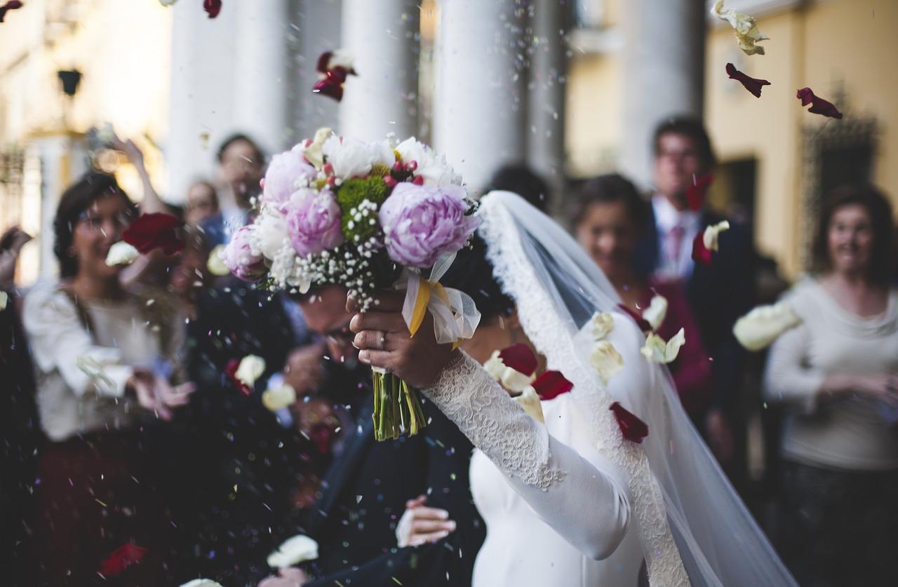 Pétales de fleur mariage